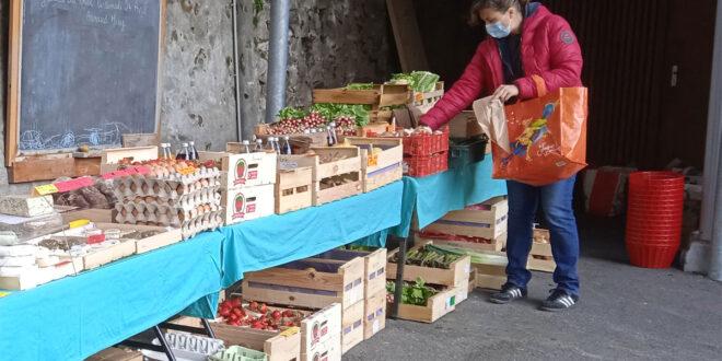 Marché de produits locaux avec Le Zèbre à Poids